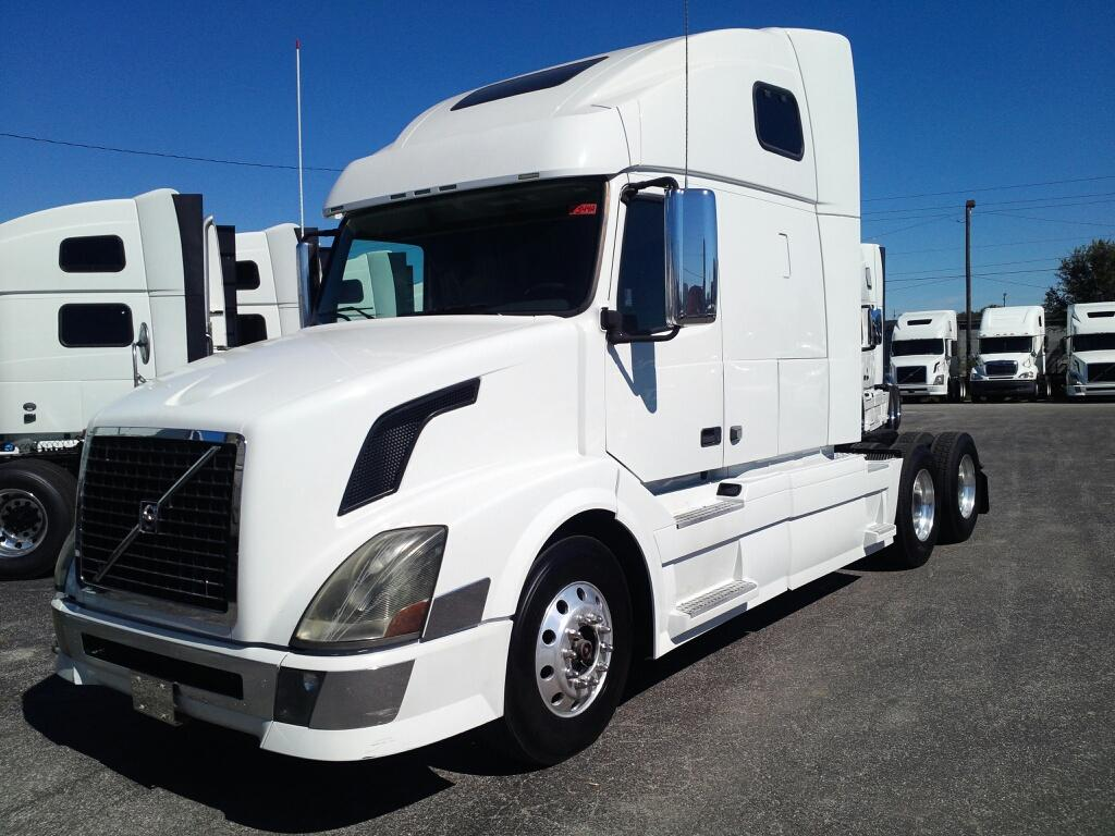 Pre-Owned 2009 VOLVO VNL64T670
